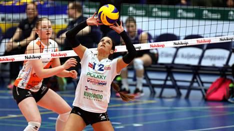 Jennifer Noguerasin passeja nähdään naisten lentopallon välierissä.