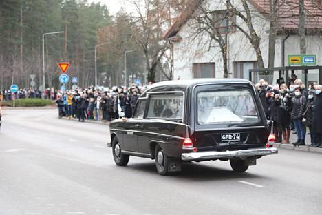 Tuomas Gerdtiä oli saattamassa viimeiselle matkalle satoja kaupunkilaisia.