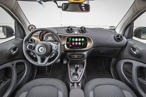 Smartin uusi multimediajärjestelmä mahdollista älypuhelimen saumattoman integroinnin.