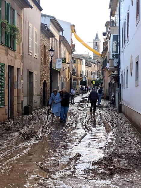 Myrskyn jälkiä Sant Llorenc des Cardasarissa.