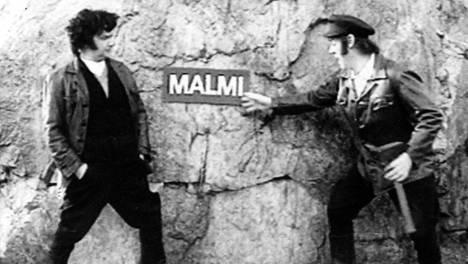 Pirkka-Pekka Petelius (vas.) ja Aake Kalliala esittivät Pulttibois-sarjassa kahta romania.