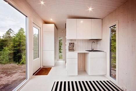 Pieneen kotiin mahtuu myös pieni keittonurkkaus.