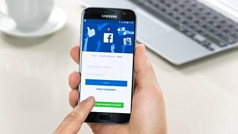 Facebook etsii ja lähettää käyttäjiensä Android-puhelimista tietoja palvelimilleen.