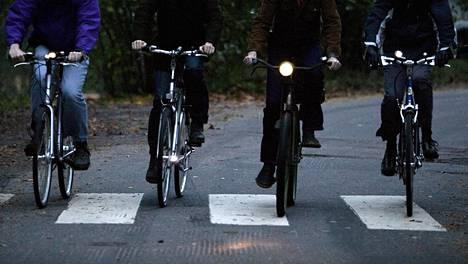 Polkupyörän valaisinsäädökset muuttuvat.