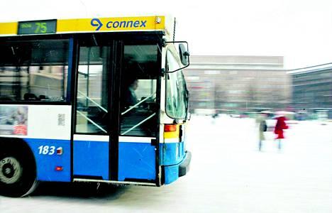 Noin puolet Suomen linja-autoliikenteen kuskeista ja autoista on lakon piirissä.