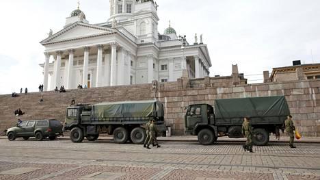 Turvatoimet näkyivät Helsingin keskustassa keskiviikkona.