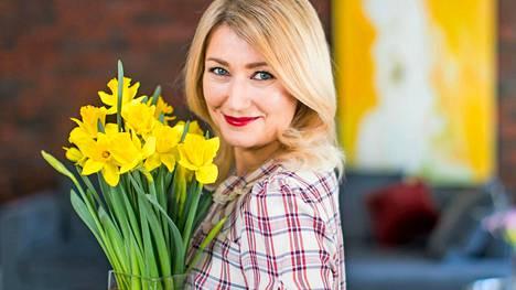 – Pääsiäisen tulo on lupaus siitä, että nyt on taitettu pitkä ja pimeä talvi ja ollaan menossa kohti luonnon kukkaan puhkeamista, sitä ihanaa Suomen kesää, Maria Guzenina iloitsee.