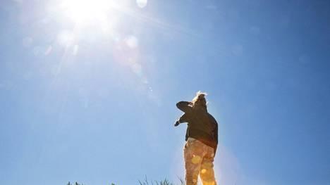 Auringon lämpösäteilyä jää maapallolle aiempaa enemmän.