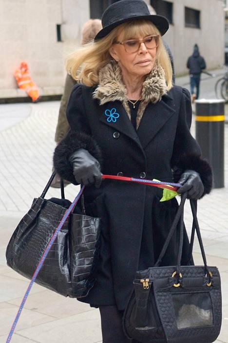 Britt Ekland ei enää etsi kauneusleikkauksista keinoja ulkonäkönsä säilyttämiseen.