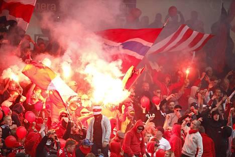 HIFK:n kannattajaryhmä Stadin Kingit.