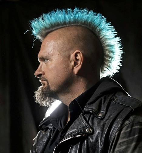 Vesku Jokinen kertoo olevansa ihan tavallinen isä. –En mä omalle pojalle mikään punkkari ole.