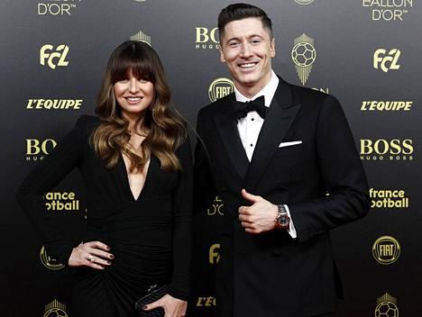 Bayern Münchenin puolalainen maalitykki Robert Lewandowski yhdessä vaimo Anna Lewandowskan kanssa.