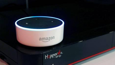 Amazon Echo Dot on halpaversio käyttäjäänsä kuuntelevasta Echo-äykaiuttimesta.