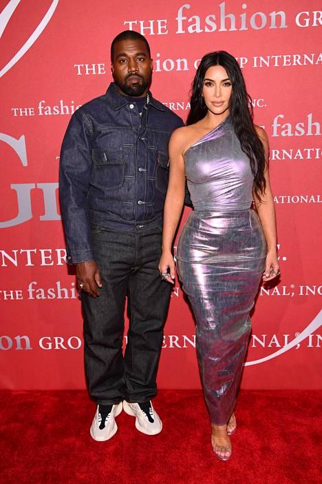West on ollut vuodesta 2014 lähtien naimisissa supertähti Kim Kardashianin kanssa. Parilla on neljä lasta.