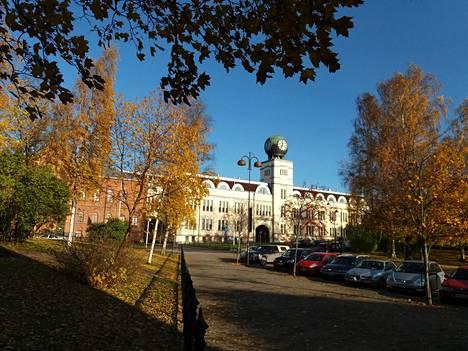 Strenbergin entinen tupakkatehdas sijaitsee aivan puiston laitamilla ja on sekin näkemisen arvoinen kohde.