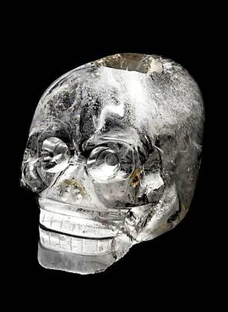 Pariisilaismuseon kristallikallo on 11 senttiä korkea.