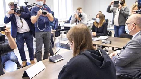 Syytetty oikeudenkäynnin alkamispäivänä viime viikon tiistaina Pohjois-Savon käräjäoikeudessa Kuopiossa.