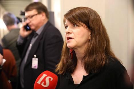Vihreiden kansanedustaja Outi Alanko-Kahiluoto lähetti sähköpostia perustuslakivaliokunnan hallituspuolueiden jäsenille.