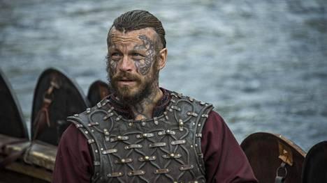 Peter Franzén näyttelee Viikingit-sarjassa kuninkaaksi haluavaa Harald Kaunotukkaa.