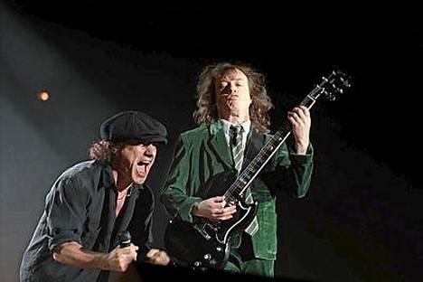 AC/DC rokkaa kesällä Tampereella.