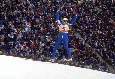 Uran huipulla. Matti Nykänen voitti Calgaryn talviolympialaisista kolme kultamitalia.