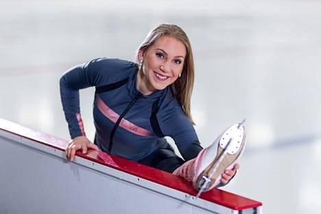 Evelina Lorek on ammattikoreografi ja liikunta- ja hyvinvointialan yrittäjä.