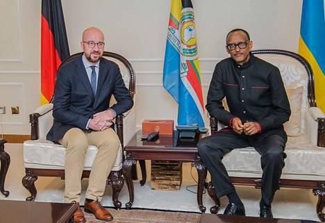 Ruandan presidentti Paul Kagame (oik.) ja Belgian pääministeri Charles Michel tapasivat Kigalissa lauantaina.