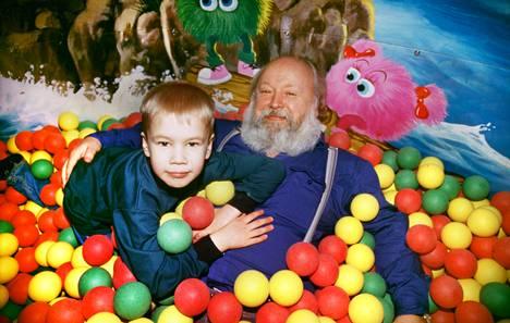 """""""McDonald'sissa oli erillinen lasten leikkimaa. Siellä käytiin usein. Tämä on muistaakseni sieltä"""", Sakari Markkanen muistelee."""