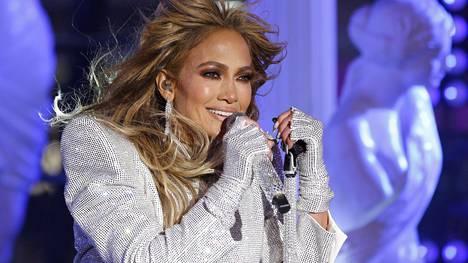 Ikikaunotar Jennifer Lopezin ulkonäkö kerää ylistystä.