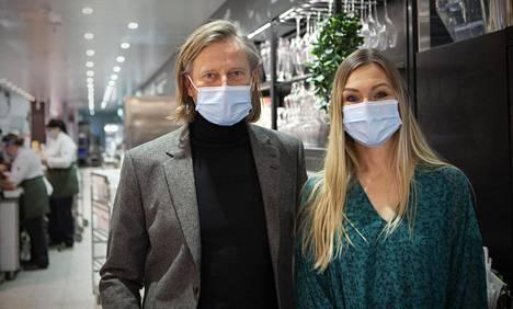 Keittiömestarit Aki Wahlman ja Teresa Välimäki ovat olleet mukana ideoimassa Puuvilla Kitcheniä.