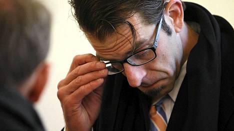 Randy Blythe oikeudessa tiistaina Prahassa.