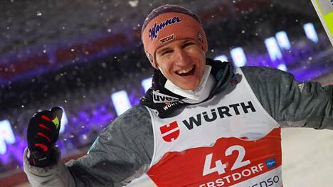 Karl Geiger varmisti Saksalle maailmanmestaruuden.