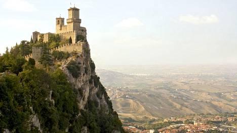 San Marinon Monte Titano -vuori on suosittu turistinähtävyys.