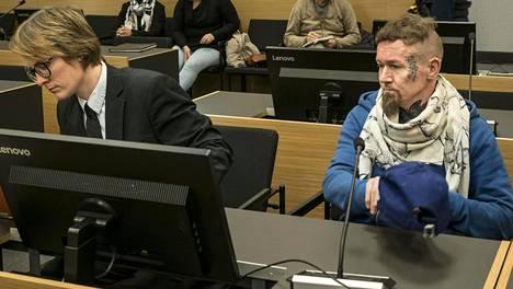 Syytetty Markus Huitsi ja puolustusasianajaja (vas.) Jaakko Ikonen.