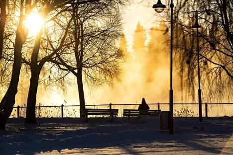 Suuressa osassa Suomea on ensi viikolla peräti 7–9 astetta tavanomaista kylmempää, Pohjois-Lapissa 5–8 astetta. Vaikka on kylmä, aurinko lämmittää vähintäänkin mielialoja monin paikoin.