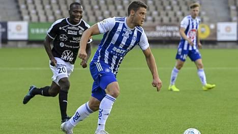 HJK:n Filip Valencic (edessä) nousi Veikkausliigan maalipörssin jaetulle kärkipaikalle.