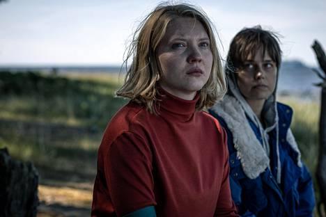 Sonja Kuittinen (oik.) näyttelee epätasapainoista Ritva Kalimaa.