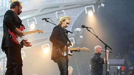 Genesis esiintymässä heinäkuussa 2007 Pariisissa.