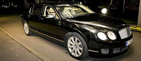 Erikoisvalmisteinen Bentley, joita on Suomessa kymmenen.