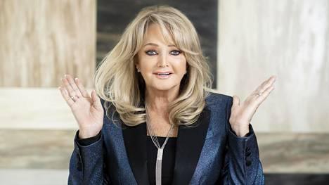 """Bonnie Tyler on ensimmäistä kertaa pitkällä tauolla keikkailusta. """"50 vuoden kiertämisen jälkeen se on vaatinut sopeutumista ja arki on tuntunut välillä oudolta. Mutta en valita!"""""""