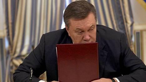Ukrainan presidentti Viktor Janukovitsh nähtiin Kiovassa viimeksi perjantaina, kun hän allekirjoitti EU:n avulla aikaansaadun sopimuksen opposition kanssa presidentinpalatsissa.