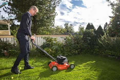Vastaleikatun nurmen tuoksu kotipihalla toi nopeasti mieleen omat ajat jalkapalloilijana.