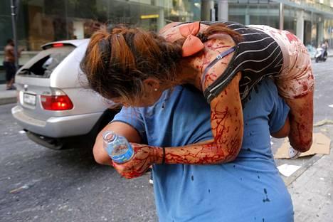 Räjähdykset vavisuttivat Beirutia, satoja loukkaantui.
