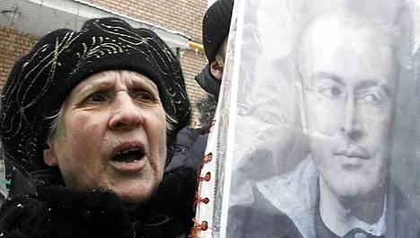 Wikileaksilla kerrotaan olevan tietoja myös Mihail Hodorkovskista, jonka vapauttamista vaadittiin Venäjällä joulukuun puolivälissä.