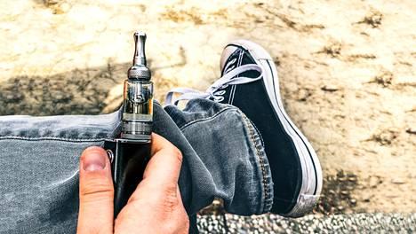 Tutkimustulokset asettavat kyseenalaiseksi myös ajatuksen, jonka mukaan sähkötupakkaa voisi käyttää apuna tupakkavieroituksessa.