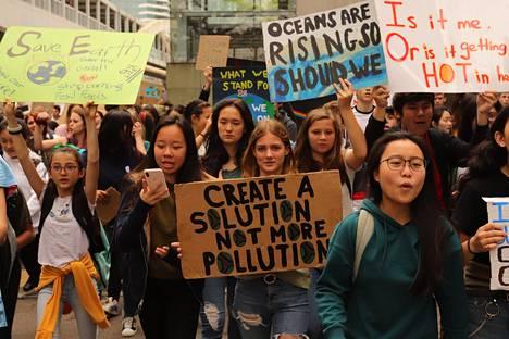 Nuoret Hongkongissa.