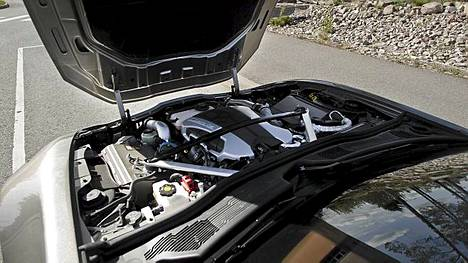 Keulan polttomoottori ei ole yhteydessä voimansiirtoon, se antaa vain lisävoimaa maksimisuorituskyvyn takaamiseksi.