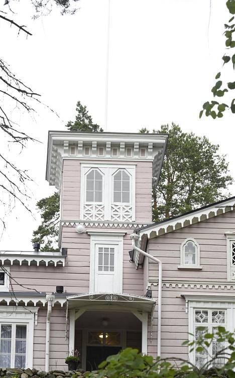 Hotelli Punkaharju sijaitsee Punkaharjulla, joka on nykyään osa Savonlinnaa.