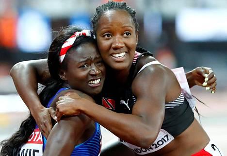 Trinidad ja Tobagon Kelly-Ann Baptiste säntäsi onnittelemaan Bowieta tämän huippujuoksusta Lontoon MM-finaalissa.