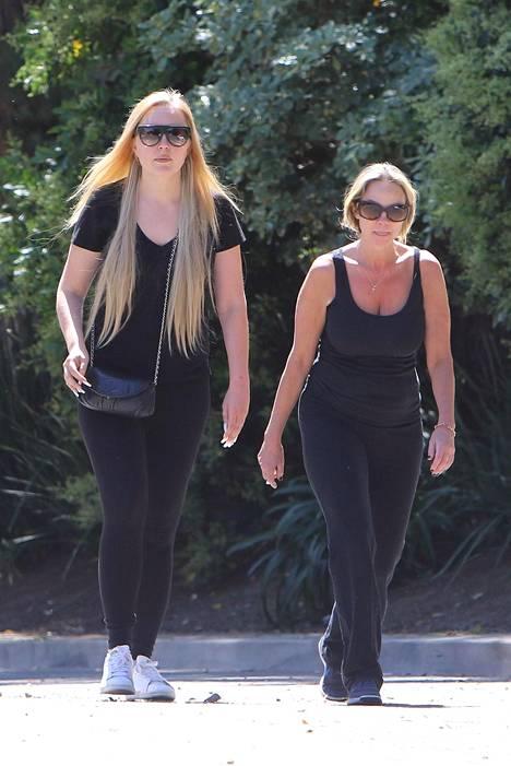 Bynes on nähty kävelylenkillä pohjoisessa Hollywoodissa.